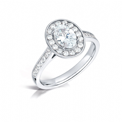 GIA Certified G VS Diamond cluster ring, Platinum. Oval centre stone - 0.65pt